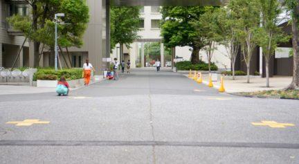 北門への道